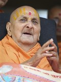 Swamishri greets devotees with 'Jai Swaminarayan' on the morning of Guru Purnima