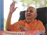 Swamishri blesses all on Guru Purnima