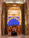 Swamishri arrives at Akshardham