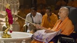 Swamishri performs pratishtha rituals for Shri Nilkanth Varni