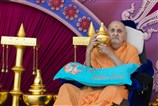 Swamishri sanctifies kalashes