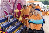 Swamishri sanctifies mementos for the Mahotsav