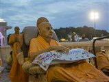 Swamishri arrives in Akshar Vatika