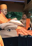 Swamishri sanctifies the site of the new mandir in Edison, NJ