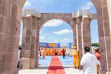 Swamishri at the site of Swaminarayan Akshardham Mahamandir