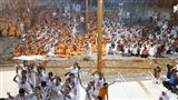 Sadhus and devotees doing darshan of Swamishri in the rain