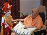 Swamishri performs pratishtha rituals of murti to be consecrated at BAPS Shri Swaminarayan Mandir, Phoenix AZ, USA