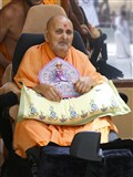HH Pramukh Swami Maharaj arrives in the mandir grounds in morning
