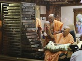 Swamishri sanctifies puranpolis