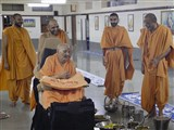 Swamishri visits the sadhus' dining area