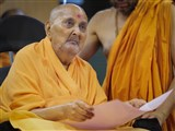 Swamishri participates in the presentation