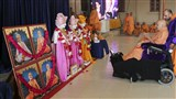 Swamishri engrossed in darshan of murtis