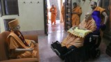 Swamishri engrossed in darshan at Brahmaswarup Yogiji Maharaj's room