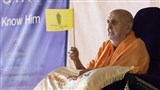 Swamishri waves a flag for the shibir