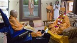 Swamishri engrossed in darshan of Shastriji Maharaj