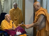 Swamishri plays dandiya with Pujya Viveksagar Swami