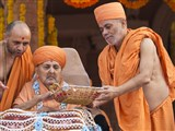 Swamishri sanctifies account books