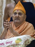 Swamishri greets all with 'Jai Swaminarayan for the New Year'