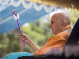 Swamishri waves a chhadi