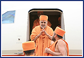 June 23 - Swamishri Arrives in Houston