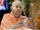 Swamishri inaugurates an audio publication, 'Sant Vyakhyanmala Part-7'