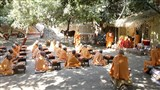 Swamishri conducts a class for sadhus at the 'Yagnapurush Vishwavidyalaya'