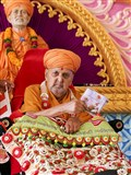 Swamishri inaugurates a new audio publication, 'Jivan Zarmar'