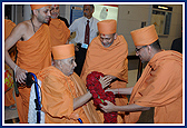 June 8 - Swamishri Arrives in Chicago