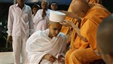 Pujya Viveksagar Swami blesses newly initiated parshad