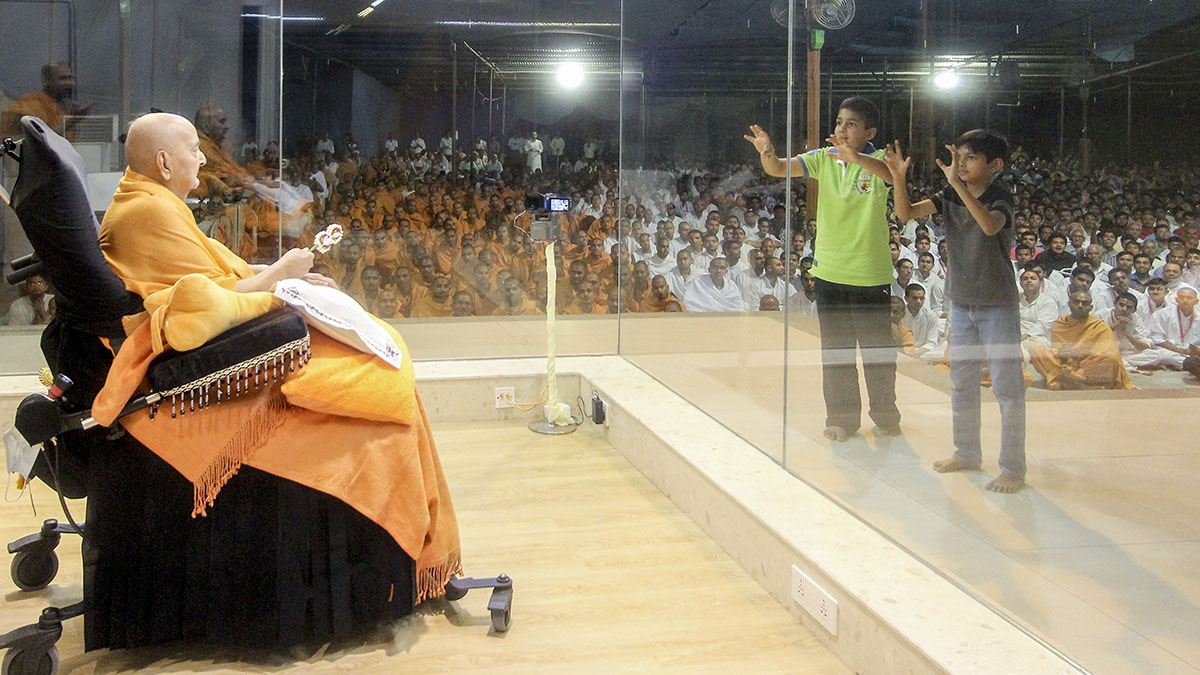 Presentation by children in front of Swamishri