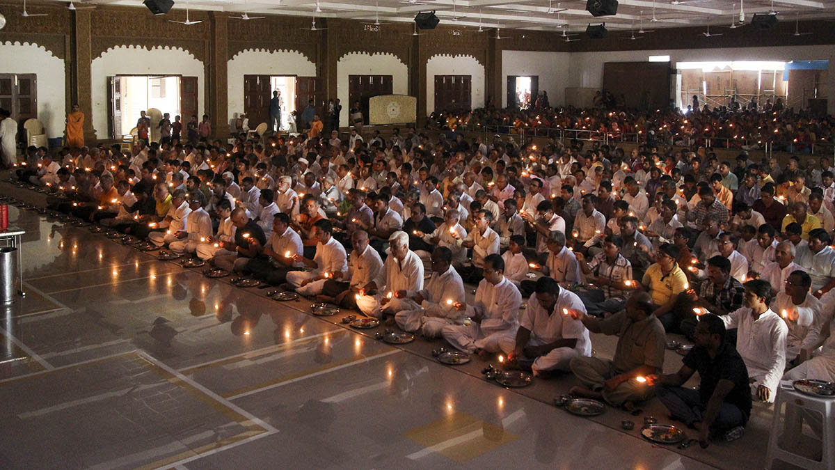 Devotees performs arti