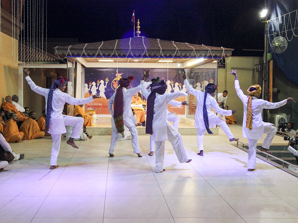 Youths from the Yuva Talim Kendra perform a cultural dance