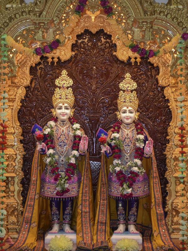 Bhagwan Swaminarayan and Aksharbrahman Gunatitananad Swami