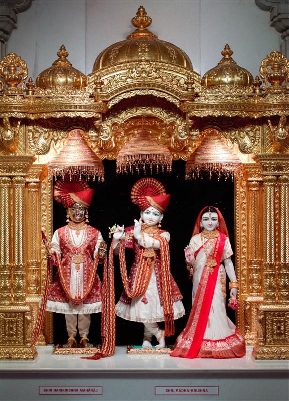 Shri Harikrishna Maharaj and Shri Radha-Krishna Dev