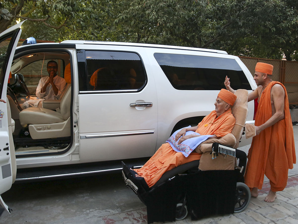 Swamishri goes past the vehicle in which he arrived from Ahmedabad to Sarangpur, two years ago