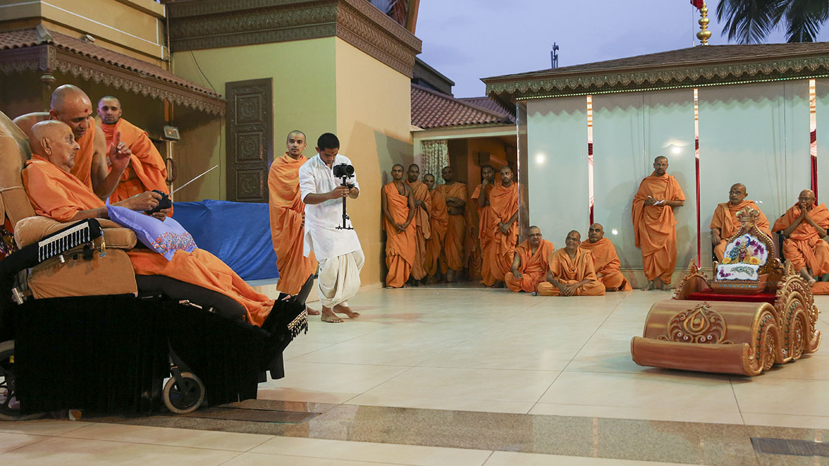 As part of the celebration of two years of his stay in Sarangpur, Swamishri participated in re-creating the annual festivals celebrated in Sarangpur. For re-creating the Rath Yatra, Swamishri drives the remote-controlled chariot of Harikrishna Maharaj