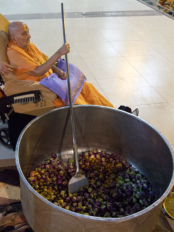 As a part of re-creating Shakotsav, Swamishri symbolically stirs the vegetables