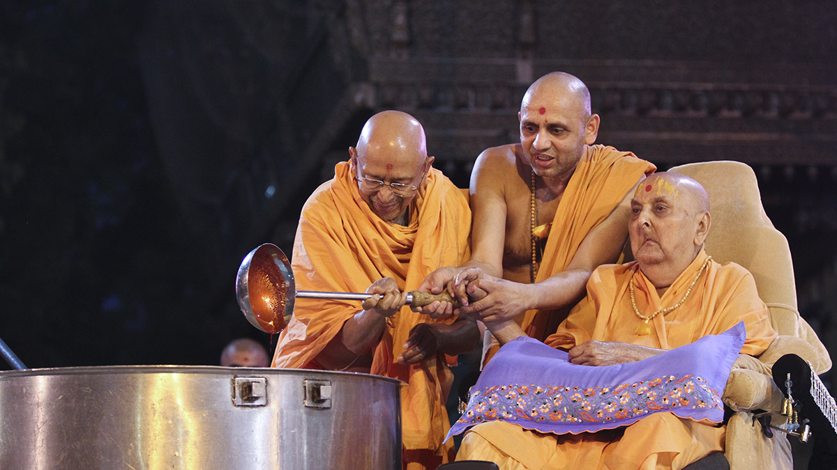 As a part of re-creating Shakotsav, Swamishri sanctifies the utensils being used for cooking