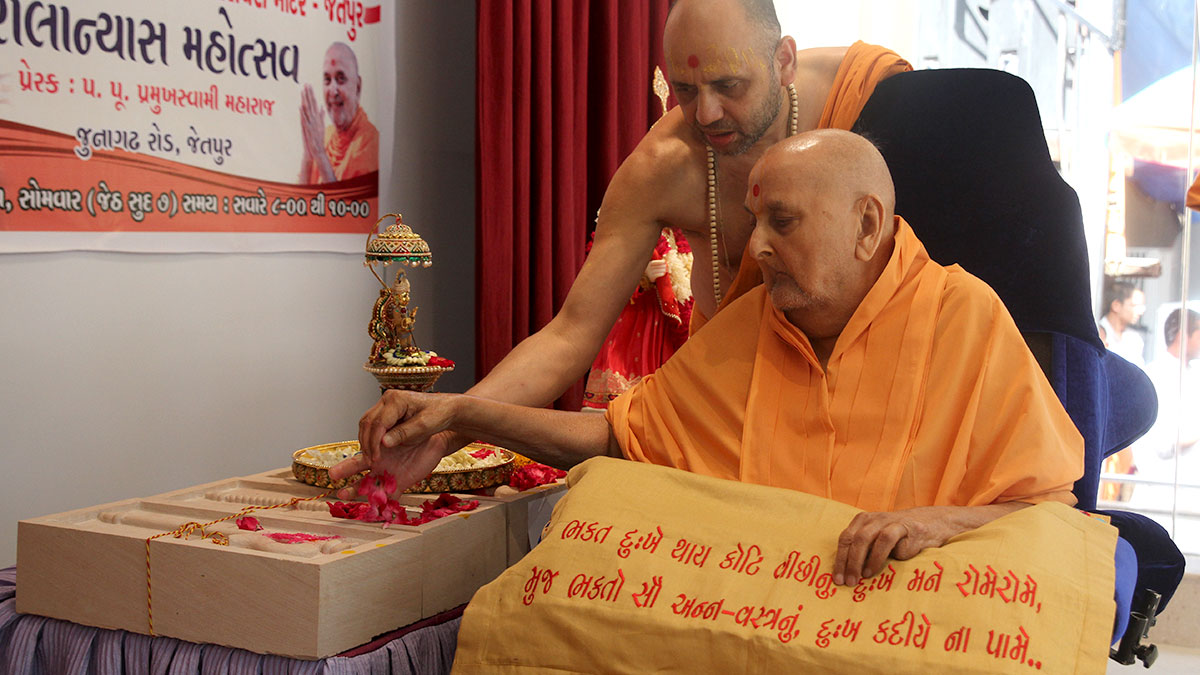 Swamishri sanctifies shilas for new BAPS Shri Swaminarayan Mandir, Jetpur, India