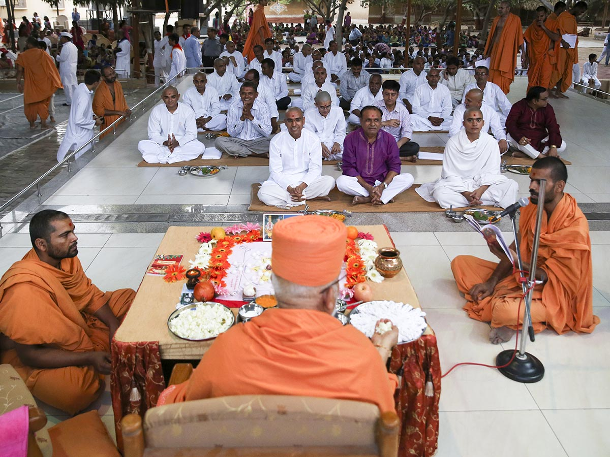 A parshad, sadhaks and their fathers participate in diksha mahapuja