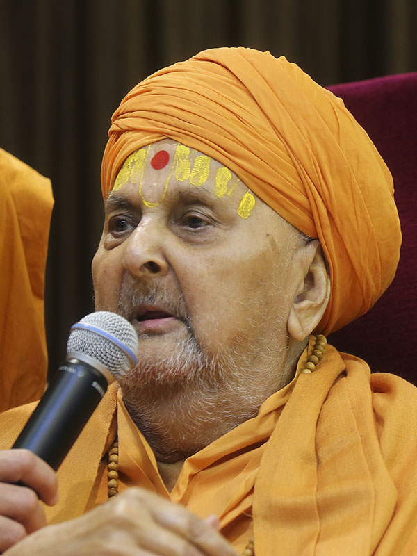 Swamishri blesses all on Pramukh Varni Din