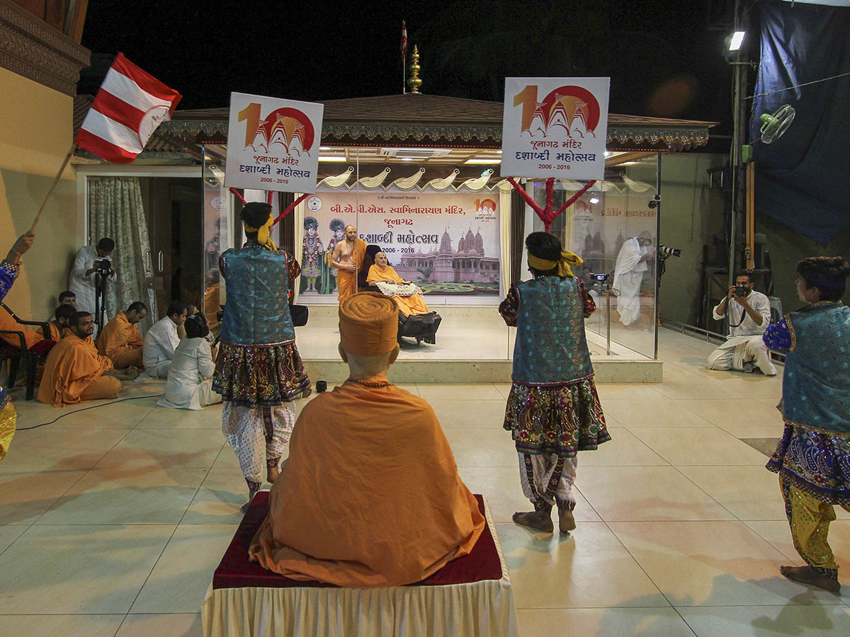 Youths from Junagadh perform a cultural dance before Swamishri