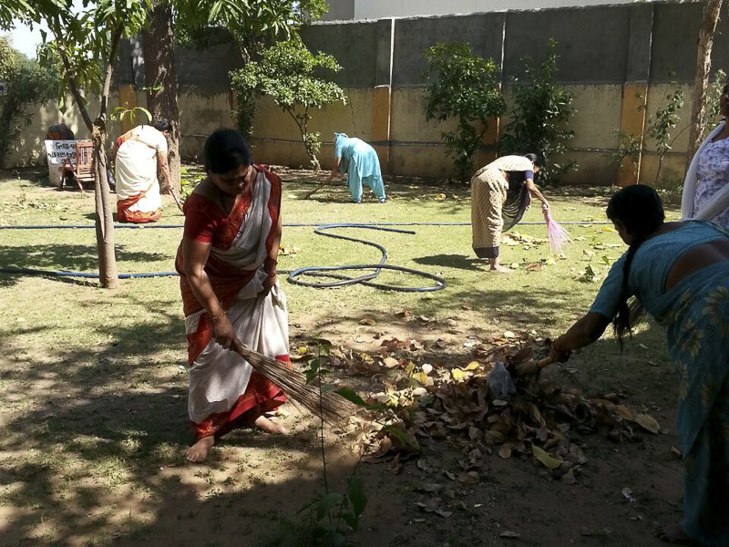 BAPS Cleanliness Drive (Women's Wing), Nadiad