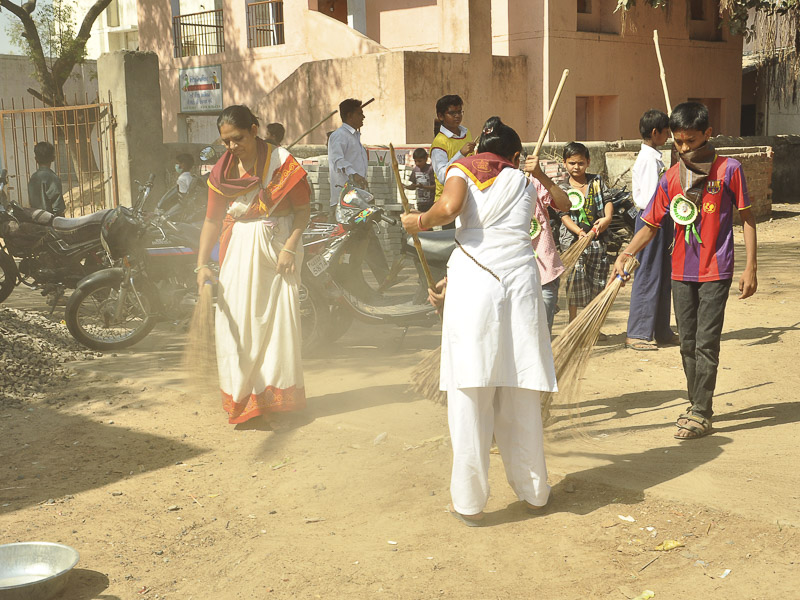 BAPS Cleanliness Drive (Women's Wing), Vanch