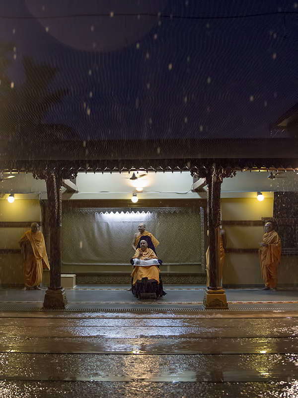 Swamishri observes the first rain of this season