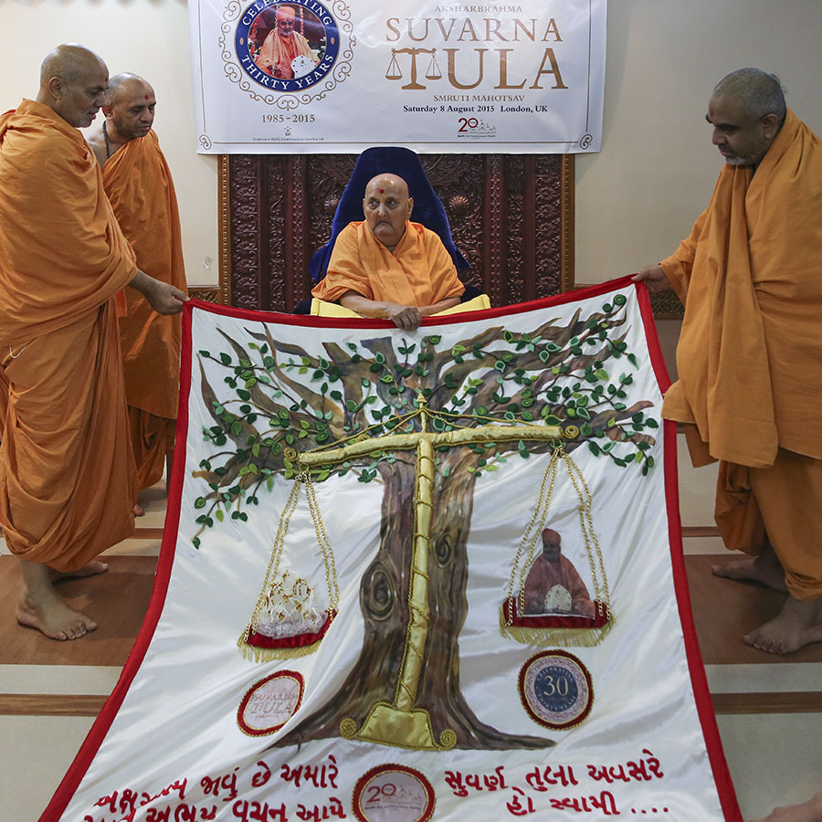 Swamishri honored with a shawl