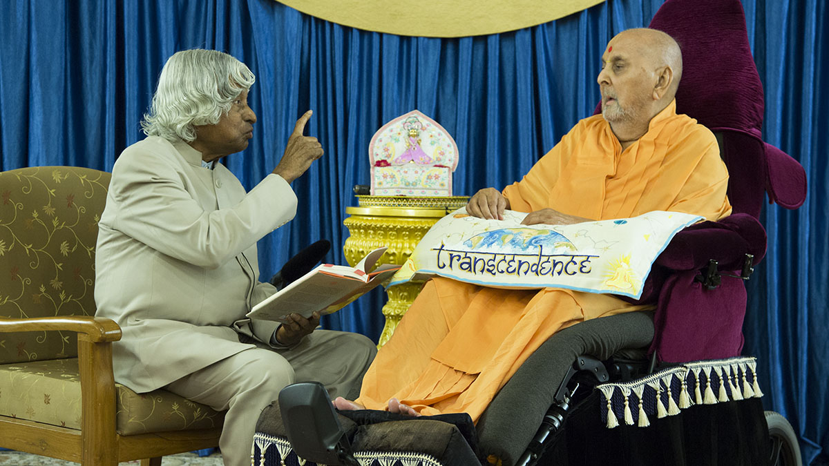 Dr. Kalam reads a part of book before Swamishri