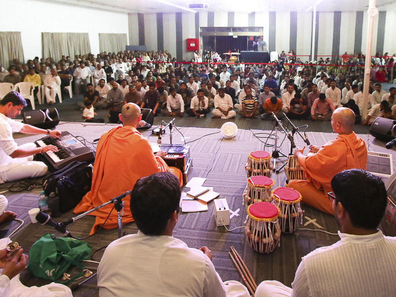 Kirtan bhakti during satsang assembly