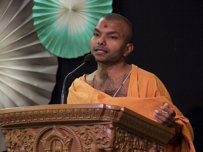 Munichintan Swami addresses the satsang assembly