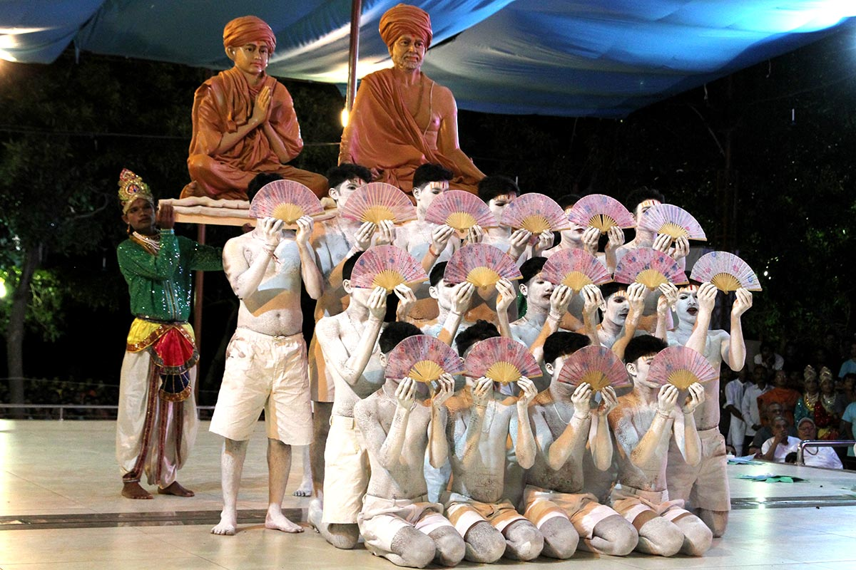 Youths from Tithal perform a cultural dance before Swamishri